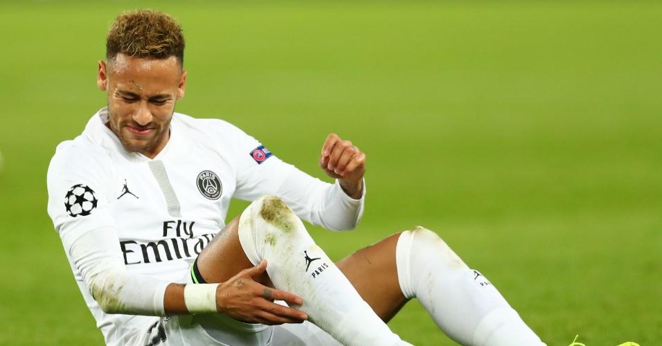 Neymar lamenta chance perdida durante duelo contra o Liverpool pela Liga dos Campeões
