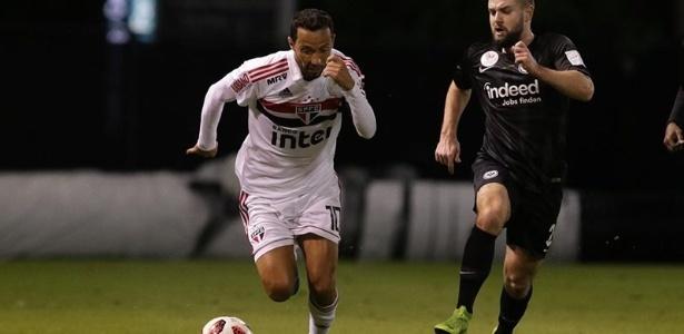 Nenê entrou no segundo tempo contra o Eintracht Frankfurt e marcou um gol