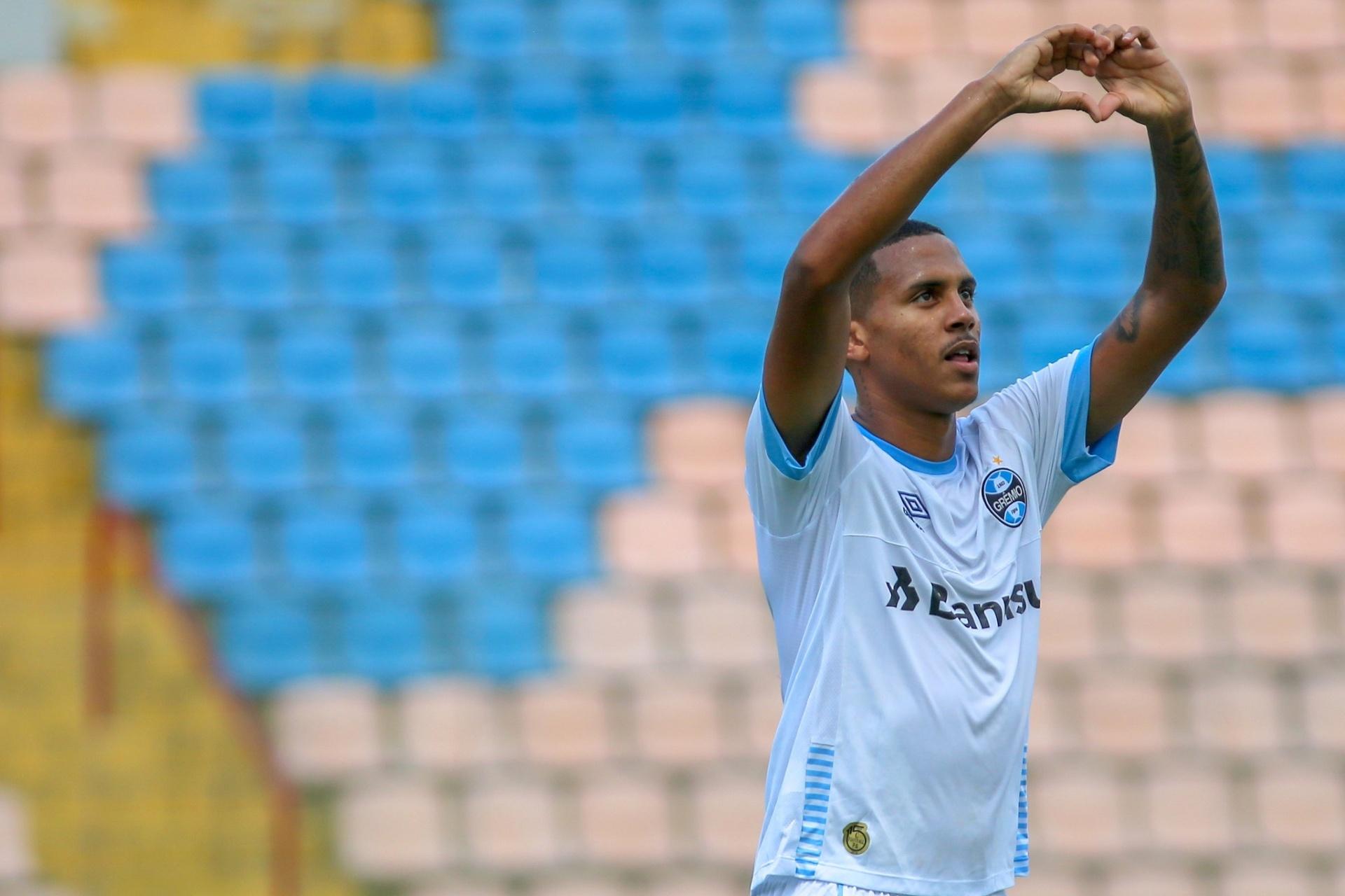 db53bd024d Grêmio faz 2 a 0 no CSA e avança às oitavas de final da Copinha - Esporte -  BOL