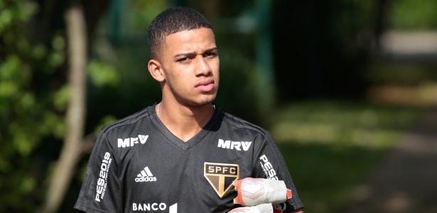 Atacante machucou a coxa esquerda logo que entrou no clássico contra o Santos - Marcello Zambrana/AGIF