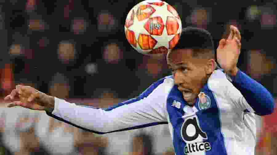 Eder Militão em ação pelo Porto em jogo contra a Roma na Liga dos Campeões - Andreas Solaro/AFP