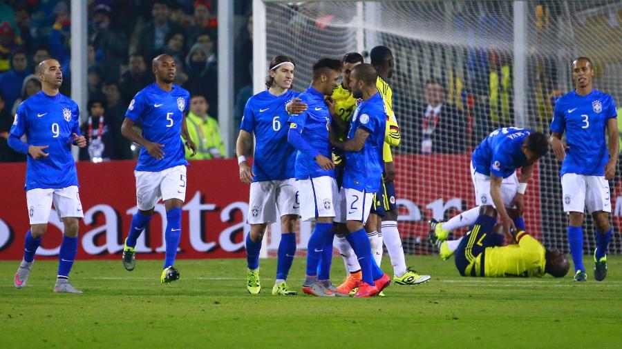 Neymar se envolveu em confusão na Copa América 2015 e acabou expulso em jogo contra a Colômbia - Miguel Tovar/LatinContent/Getty Images