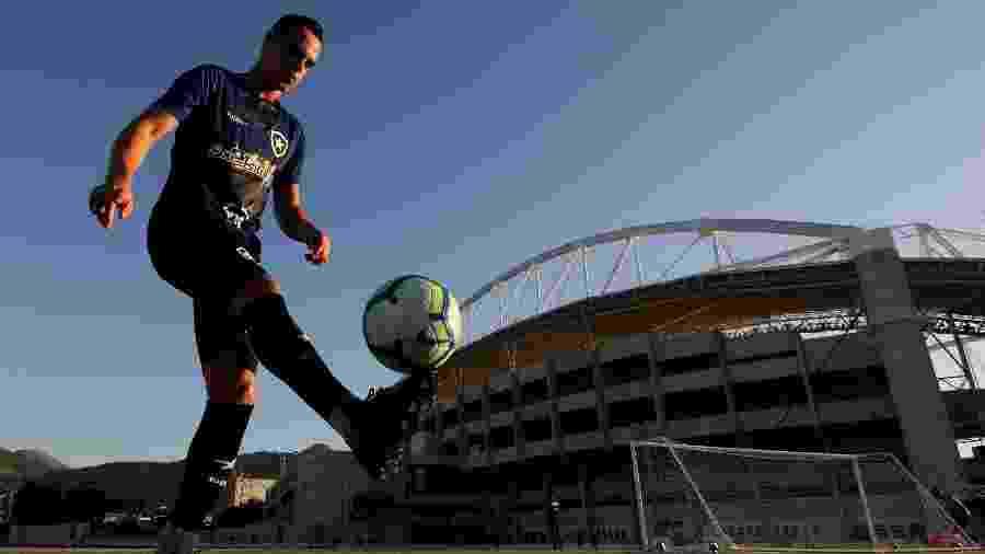 Atacante Victor Rangel já treinava no Botafogo e foi anunciado oficialmente hoje (20) - VITOR SILVA/BOTAFOGO