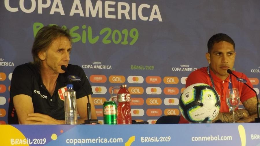 Ricardo Gareca e Paolo Guerrero em entrevista coletiva hoje, na Arena Fonte Nova, em Salvador - Gabriel Carneiro/UOL