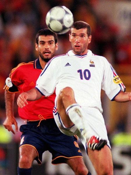França de Zidane eliminou a Espanha de Guardiola nas quartas de final da Eurocopa 2000 - Henri Szwarc/Bongarts/Getty Images