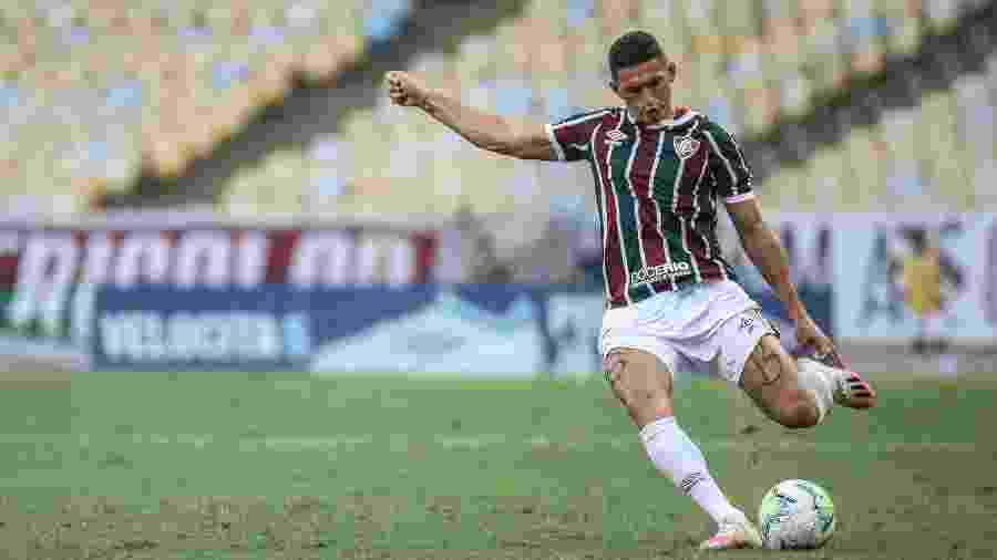 Danilo Barcelos está fora dos próximos três jogos do Fluminense pela Copa do Brasil e Brasileirão - Lucas Merçon/Fluminense FC