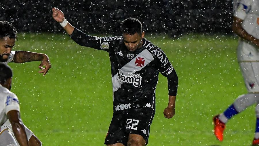 Yago Pikachu voltou a jogar bem ao atuar na mesma posição que jogava com Luxa em 2019 no Vasco - Thiago Ribeiro/AGIF