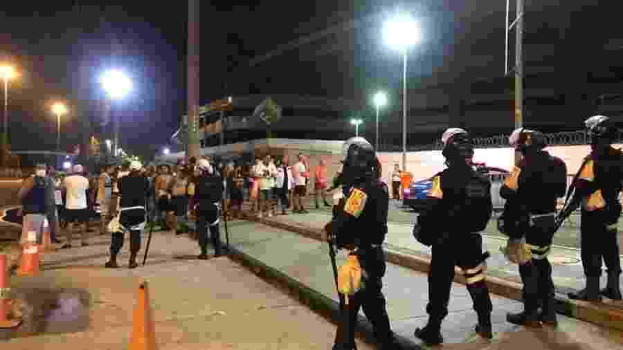 Torcedores do Flamengo protestam no Maracanã após queda na Libertadores - Rodrigo Mattos