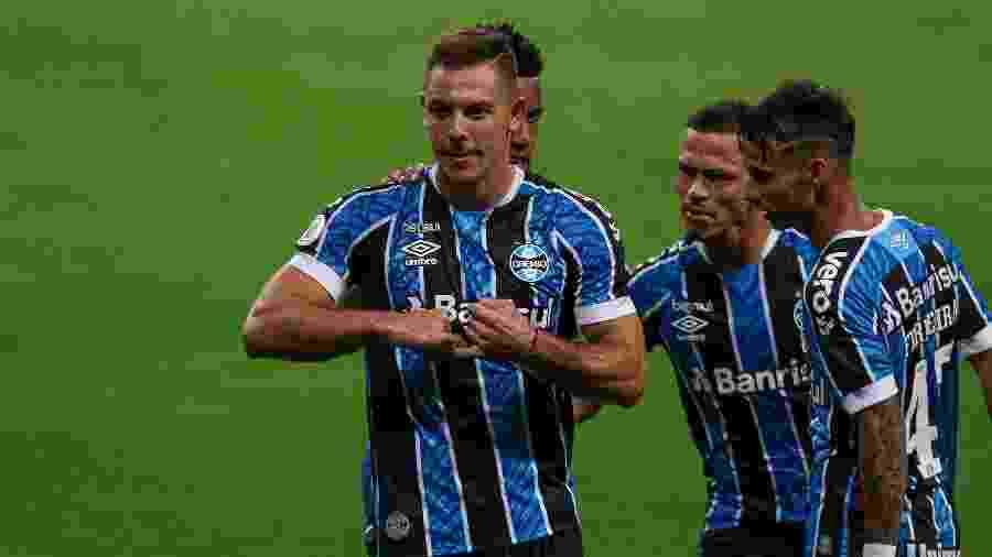Tricolor acredita que brigará pelo título do Brasileirão até o fim do campeonato - Fernando Alves/AGIF