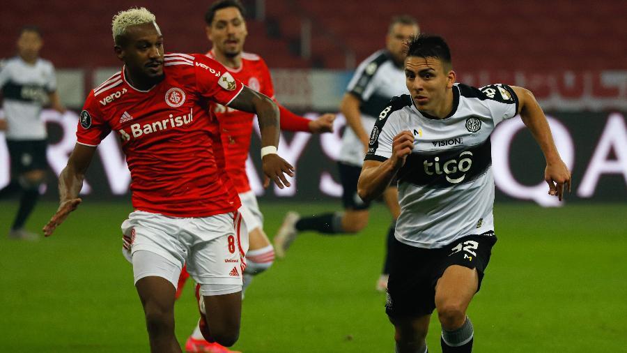 Edenilson perdeu pênalti que poderia classificar o Inter na Libertadores - Maxi Franzoi/AGIF