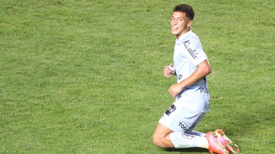 Marcos Leonardo comemora gol marcado durante partida do Santos contra a Juazeirense, pela ida das oitavas da Copa do Brasil 2021. - Fernanda Luz/AGIF