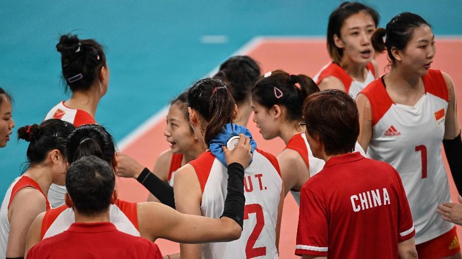 Jogadoras da seleção da China durante tempo técnico em jogo contra a Rússia - Angela Weiss/AFP