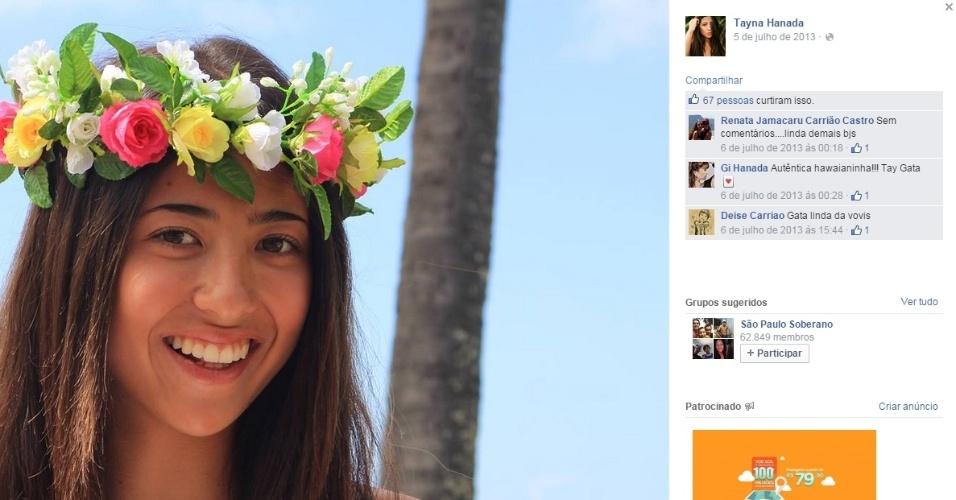 Tayna Hanada, nova namorada de Gabriel Medina, é filha de um fotógrafo de surfe e faz alguns trabalhos como modelo. A moça, que já morou no Havaí, também gosta de surfar, e muitas vezes pega onda com o namorado, campeão mundial