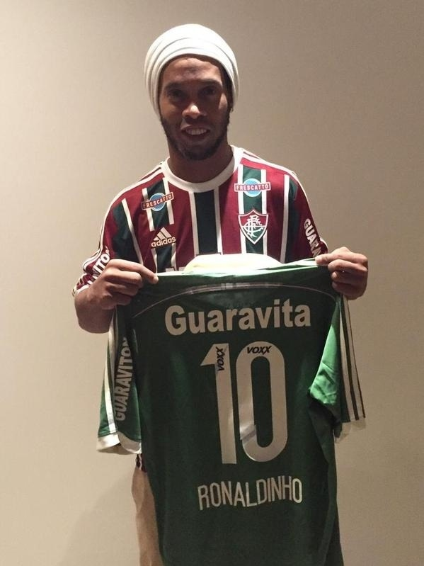 Fluminense divulgou foto onde Ronaldinho Gaúcho já veste a camisa tricolor