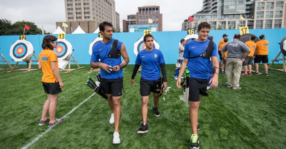 Brasileiros  Marcus D'Almeida, Daniel Rezende e Bernardo Oliveira ganharam o bronze no tiro com arco, em Toronto
