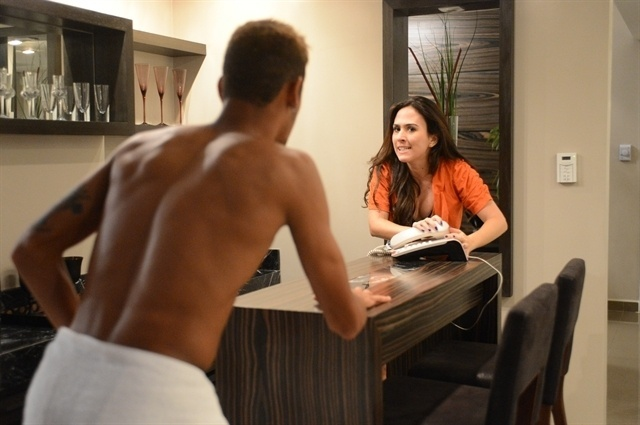 Neymar e a atriz Tatá Werneck contracenam na novela Amor à Vida