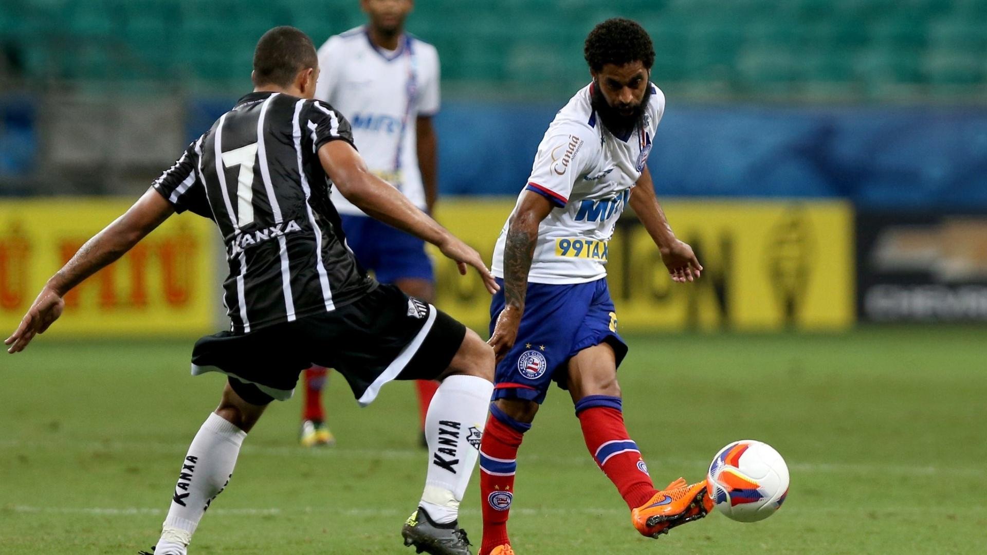Ávine dá passe em jogo Bahia x Bragantino pela Série B do Campeonato Brasileiro