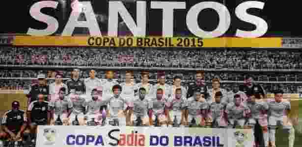 Pôster do Santos campeão é vendido  editora diz que Palmeiras terá versão 65c7105afe04a