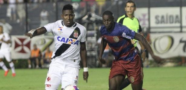 Willian Oliveira (d) atuou contra o Vasco este ano: na foto, ele disputa bola com Thalles