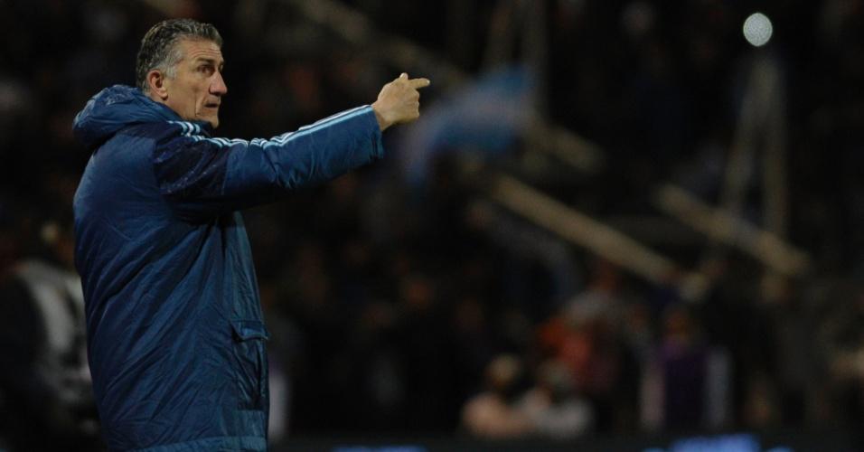 Edgardo Bauza orienta a seleção da Argentina contra o Uruguai