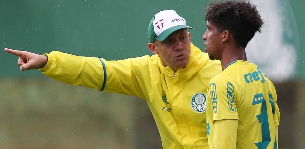 Eduardo Baptista inscreveu Vitinho, destaque do Palmeiras em amistosos