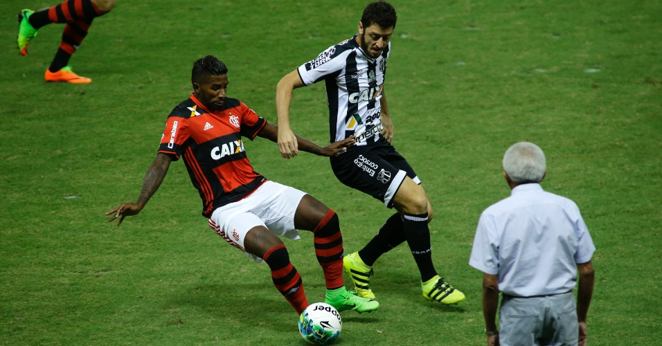 Rodinei, do Flamengo, divide com Felipe Menezes, do Ceará, pela Primeira Liga
