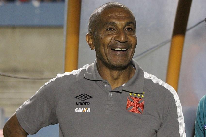 Cristóvão sorri no duelo do Vasco contra o Vila Nova