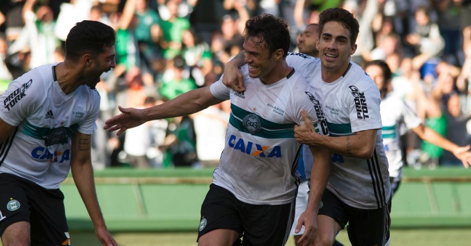 Kleber comemora gol do Coritiba diante do Cianorte pelas semifinais do Campeonato Paranaense 2017