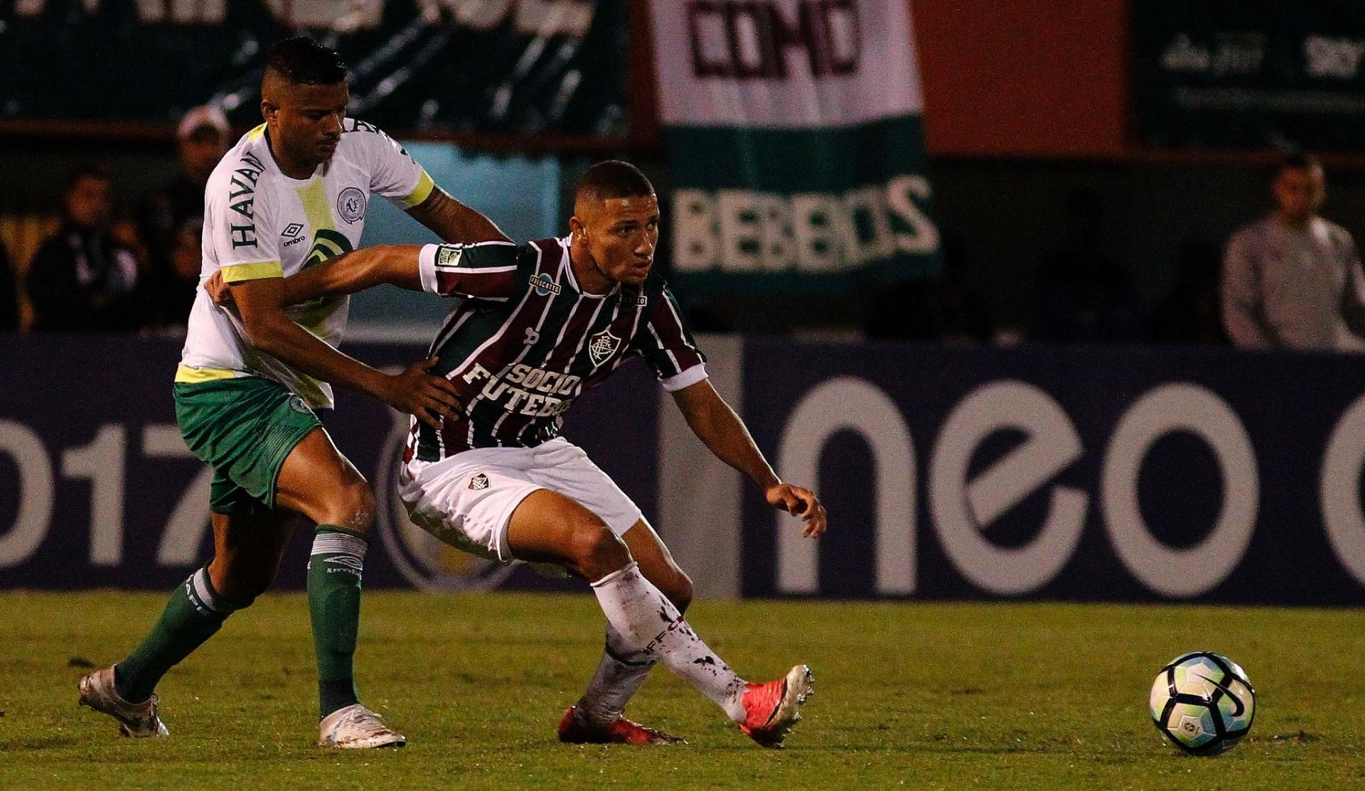 Chapecoense faz gol polêmico d30b2e021e48c