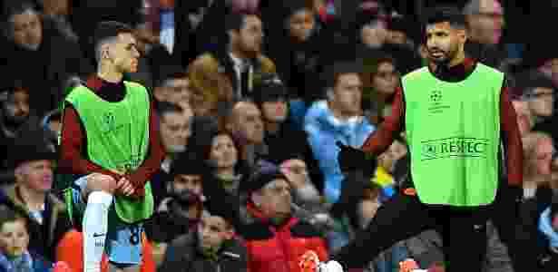 Phil Foden no aquecimento com Sergio Agüero na Liga dos Campeões - Laurence Griffiths/Getty Images - Laurence Griffiths/Getty Images