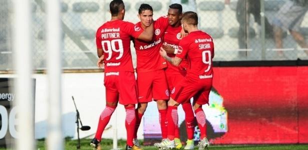 Felipe Gutiérrez (centro) foi substituto de D'Alessandro e fez gol, mas Inter perdeu