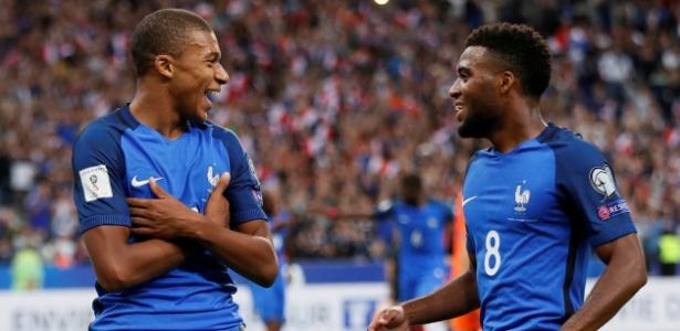 Kylian Mbappé e Thomas Lemar jogam juntos na seleção da França