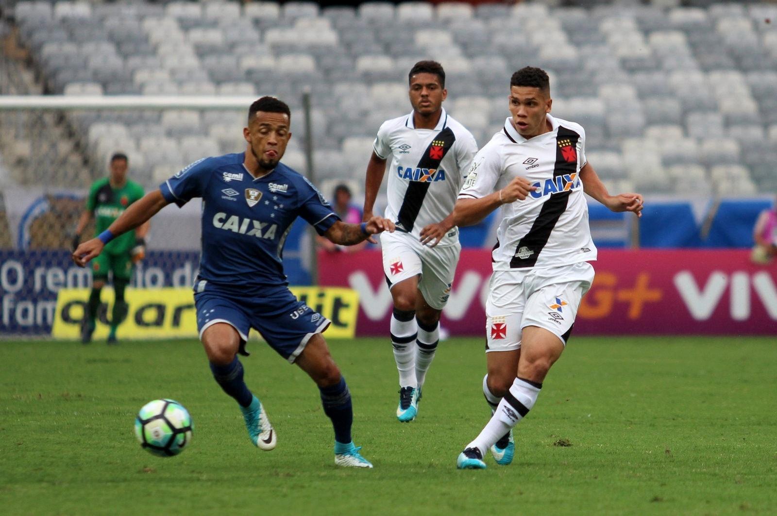 Lance da partida entre Vasco e Cruzeiro, pelo Brasileirão