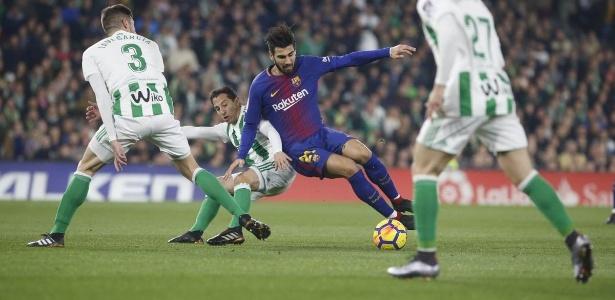 André Gomes em ação pelo Barcelona durante jogo contra o Bétis