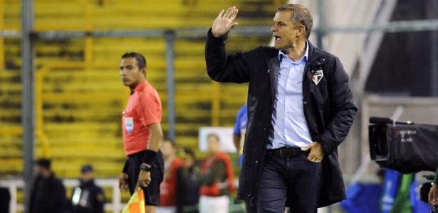 Aguirre comandou o Tricolor pela sexta vez e fez o primeiro ponto fora de casa