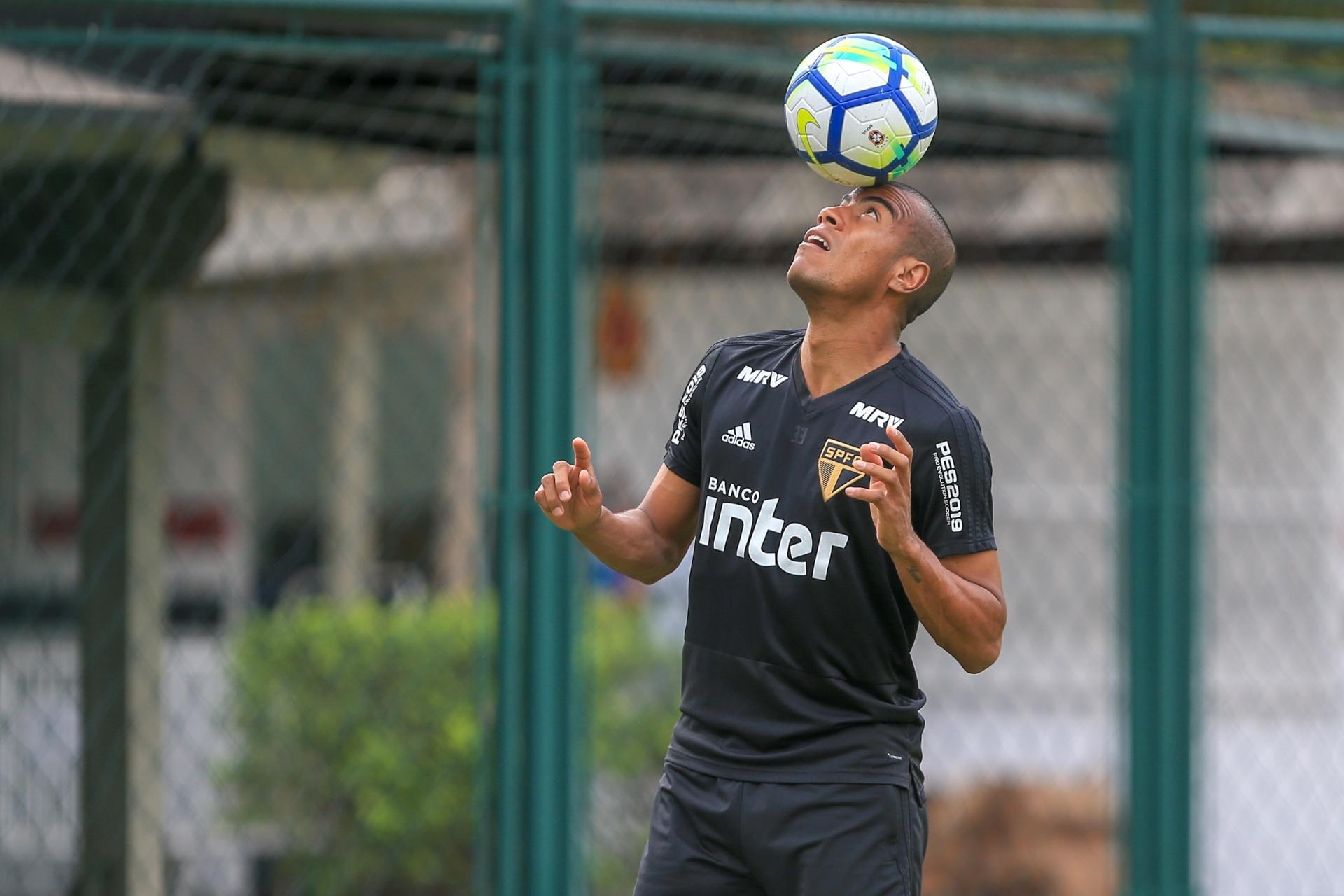São Paulo decide rescindir contrato de Régis por causa de problema pessoal  - 03 10 2018 - UOL Esporte 2f7b8bb0137da