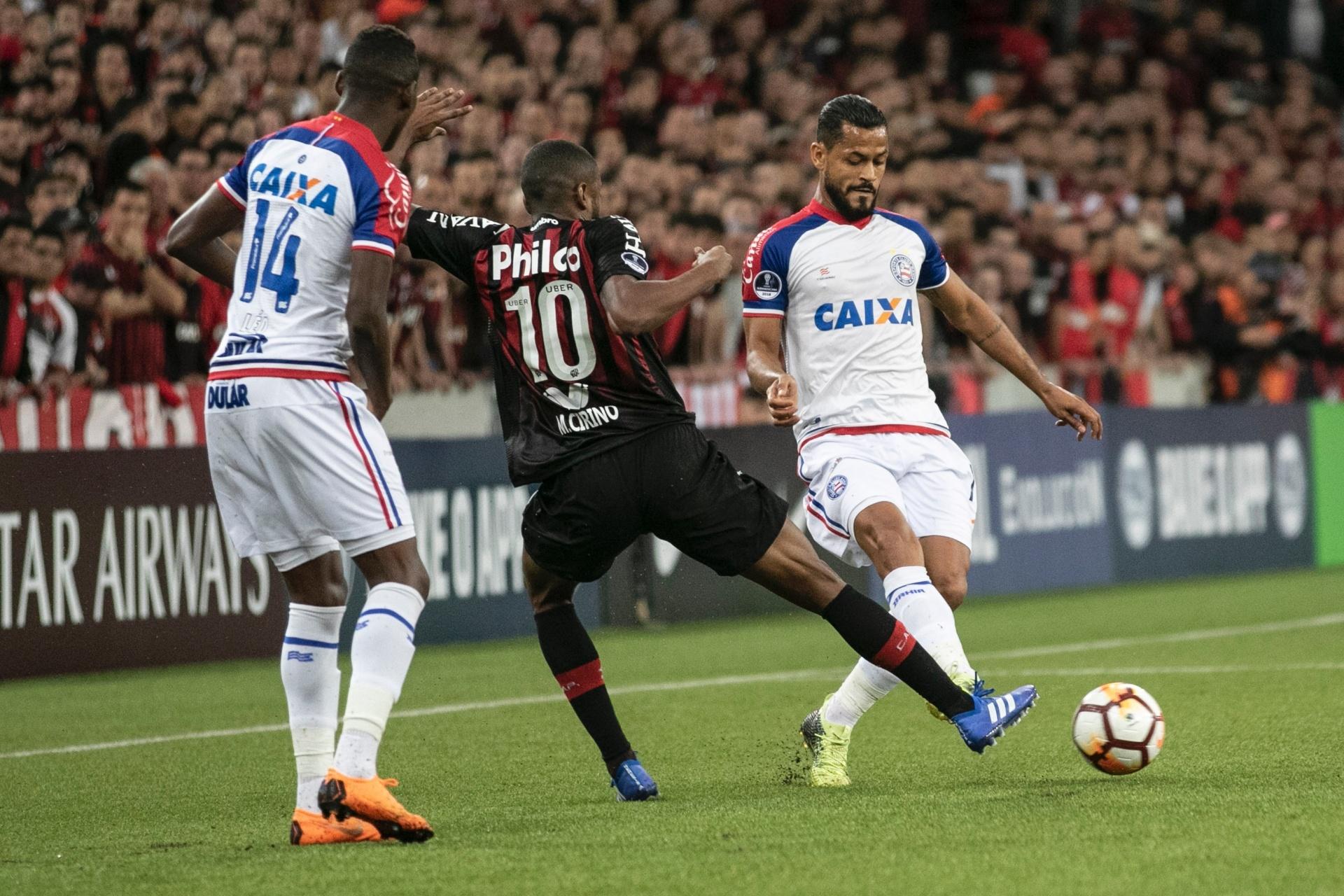 Atlético-PR bate Bahia nos pênaltis e pega Flu na semi da Sul-Americana -  31 10 2018 - UOL Esporte 82ff065908c99