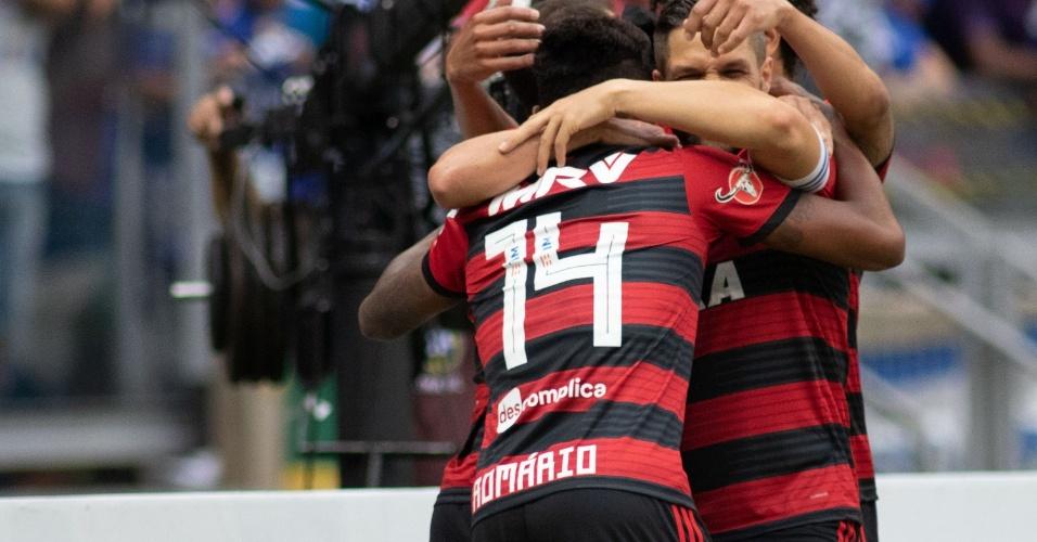 Vitinho homenageou Romário na camisa do Flamengo
