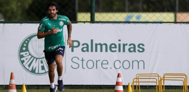 Ricardo Goulart já treina no gramado da Academia de Futebol - Cesar Greco/Ag. Palmeiras