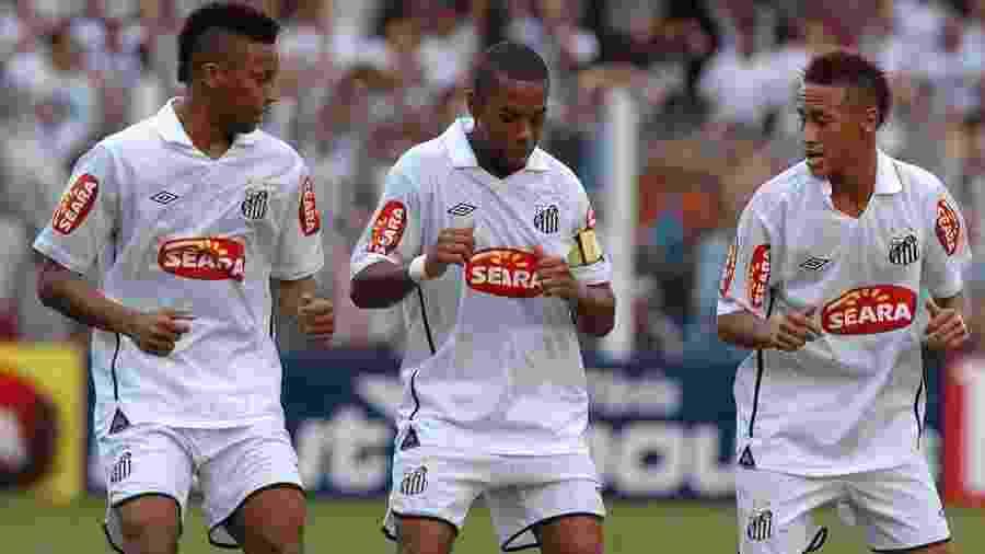 André, Robinho e Neymar comemoram gol em 2010 - Ricardo Saibun/Santos FC