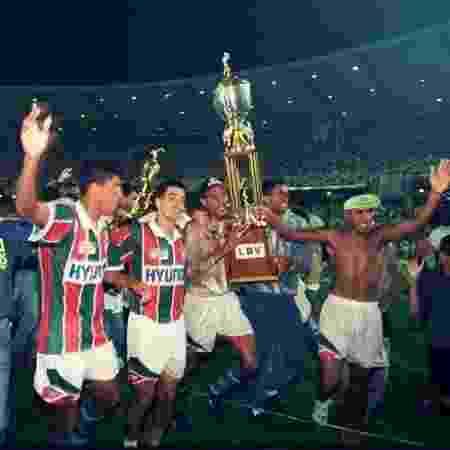 Fluminense com a taça do Campeonato Carioca de 1995, que teve 169 jogos - Acervo Flu Memória - Acervo Flu Memória