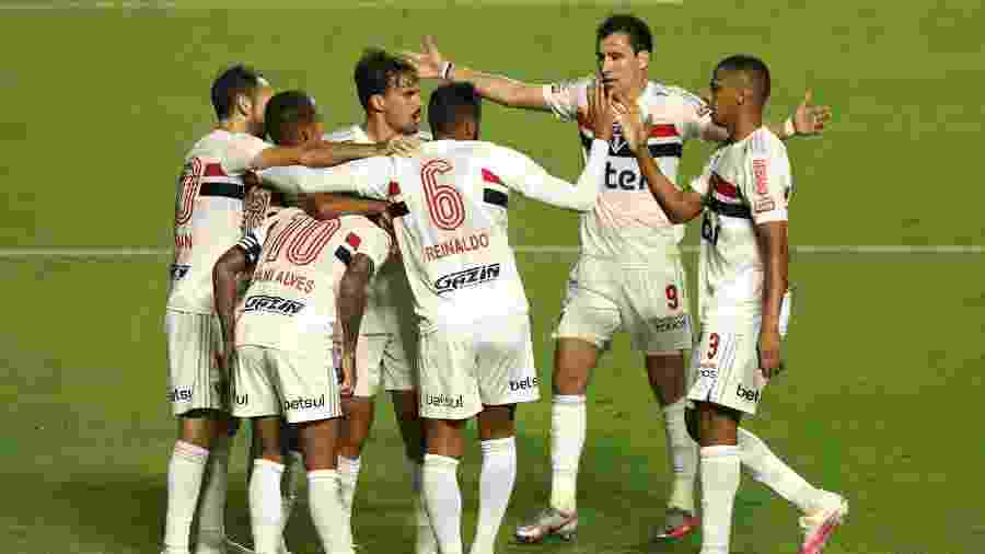 Jogadores do São Paulo comemoram gol contra o Fortaleza na quinta-feira (13), pela estreia no Brasileirão - Rubens Chiri/saopaulofc.net