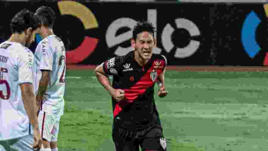 Chico comemora gol marcado durante Atlético-GO x Fluminense, pela quarta fase da Copa do Brasil 2020 - Heber Gomes/AGIF