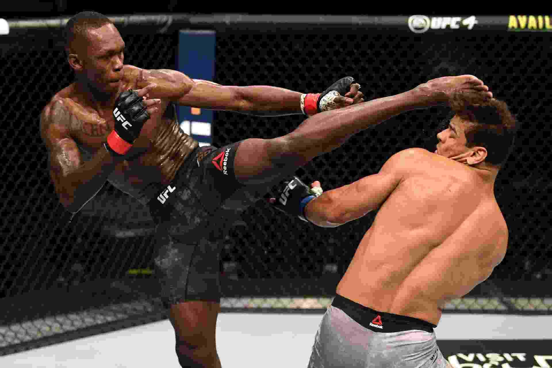 Israel Adesanya nocauteou Paulo 'Borrachinha' Costa no segundo round do evento principal do UFC 253 - Josh Hedges/Zuffa LLC