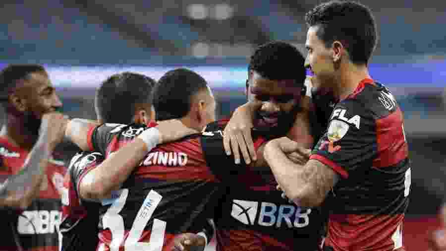 Jogadores do Flamengo comemoram gol de Lincoln contra o Del Valle na Libertadores 2020 - SIlvia Izquierdo-Pool/Getty Images