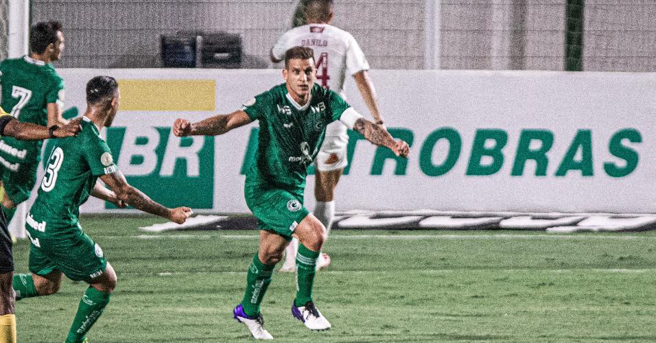 Rafael Moura abre o placar para o Goiás contra o Fluminense, em partida do Brasileirão