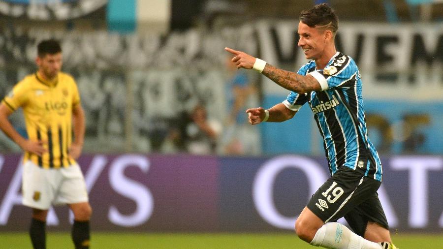 Ferreira é o principal candidato a lugar no time quando Pepê for para o Porto - Silvio Avila - Pool/Getty Images