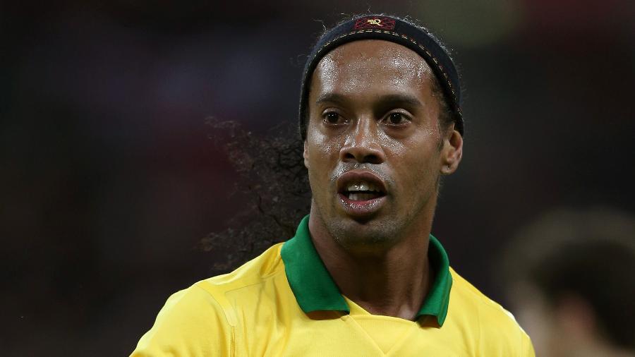 Ronaldinho, em jogo da seleção brasileira; advogado da ex-noiva do camisa 10 cobra pagamento de pensão -  Clive Brunskill/Getty Images