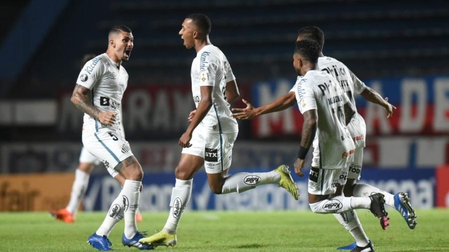 Lucas Braga comemora gol do Santos contra o San Lorenzo, pela Libertadores - Divulgação / Santos F.C.