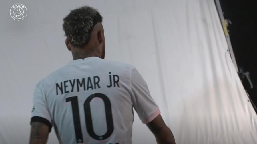 De contrato renovado, Neymar protagonizou lançamento de nova camisa número 2 do clube francês - Reprodução/PSG